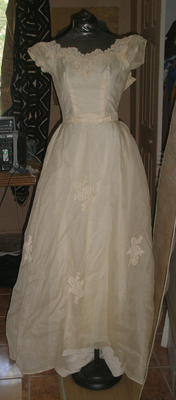 Sweet 50s Vintage Grace Kelly Wedding Gown -Ivory Organza & Chantilly Lace - 32 Bust - Prom - Cotillion - Demure Dress