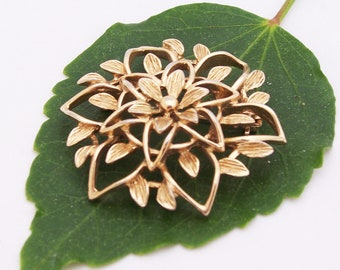 Vintage Sarah Coventry Flower Gold Tone BROOCH (Signed)
