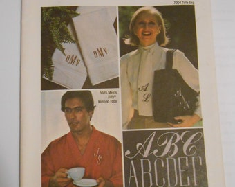 Simplicity  7901        Embroidery design, letters