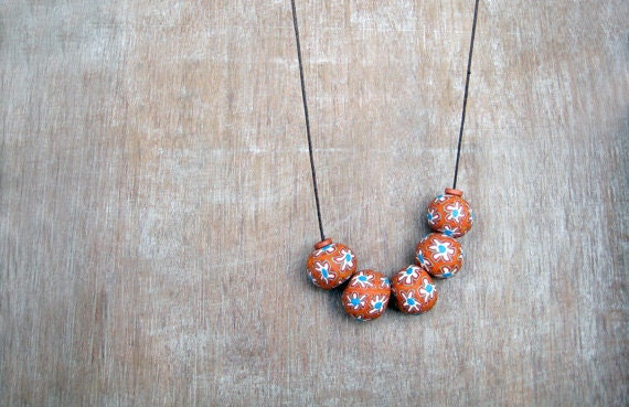 Polymer clay necklace - Rusted orange - Flowers