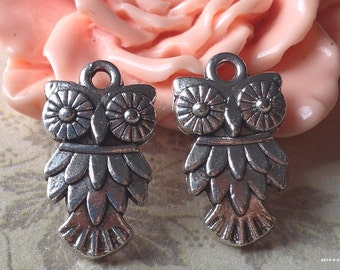 12 mm x 20 mm Cute Owl Tibetan Silver Charms Pendant (.s)