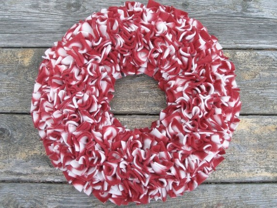 """Mid-Winter Clearance Sale --- 15"""" Handmade Fleece Rag Wreath --- Picnic Red and White"""