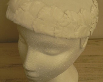 sale 20% off all vintage hats ... CREAMY WHITE Vintage Pill Box HAT Cap oh so lovely Vintage ...