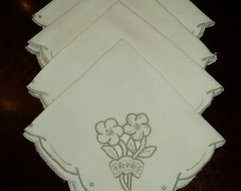 4 Vintage  WHITE LINEN NAPKINS with fabric cut outs embroidered with taupe colored cotton in Mint  condition