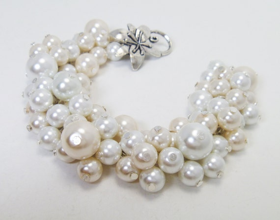 Ivory and White Pearl Cluster Bracelet, Chunky Pearl Bracelet, chunky bracelet, bridal jewelry, cluster wedding bracelet, bridesmaid jewelry