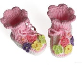 Baby booties with crochet flowers, size 0-3M
