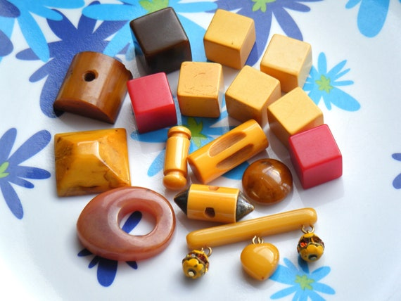 BAKELITE Buttons & Findings Lot vintage, uncast dice, toggles bar pin brooch heart charm rhinestone, butterscotch, cherry, chocolate SALE