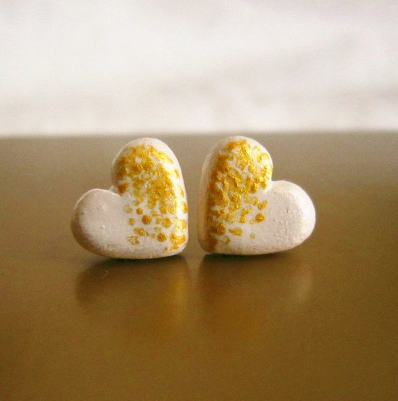 https://www.etsy.com/listing/112836433/heart-stud-earrings-beige-and-gold-post?ref=favs_view_2
