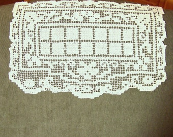 ANTIQUE NEEDLEWORK - Victorian or Edwardian Lace Antimacassar - Handwoven and Hand Knotted Cotton Thread