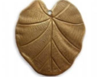 Vintaj 31x28mm Nouveau Leaf