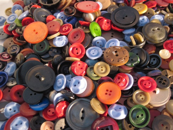 1 lb Vintage Grab Bag of Buttons 7A