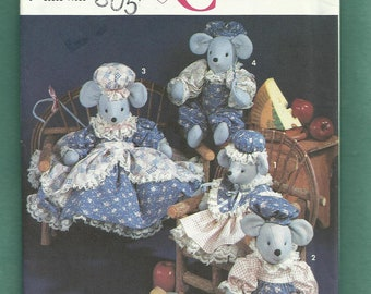 Simplicity 7596 Country Mouse Family with Dresses Bonnets Aprons Rompers  UNCUT