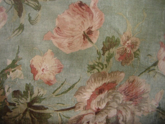 Vintage floral wallpaper imagefrench shabby pink flowers for Old french wallpaper