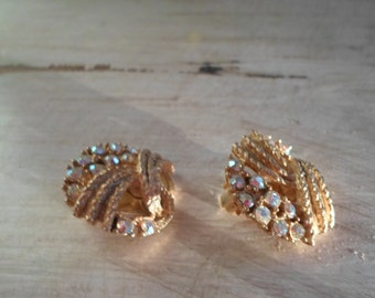 Retro Kitsch Mid Century Round Gold Tone and Rhinestone Free Form Clip On Earrings Jewelry