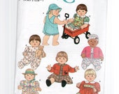 Simplicity 7992   Crafts     Wardrobe for Baby Dolls in Three Sizes, S, M, L    1997.