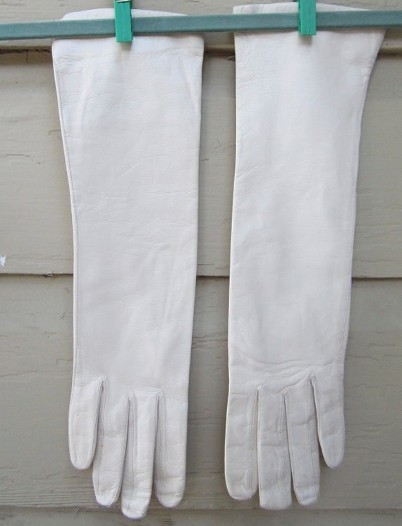 Vintage 1940's antique white kid gloves silk lined. Millay made in Western Germany.Size 7/1/2.Never worn.