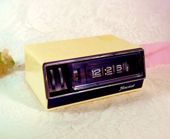 retro flip clock homestead yellow flip number by thewhitepelican. Black Bedroom Furniture Sets. Home Design Ideas