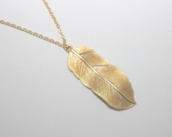 074- Gold feather Necklace, Gold Chain Necklace, Fall Fashion, Fall Necklace, feather Necklace