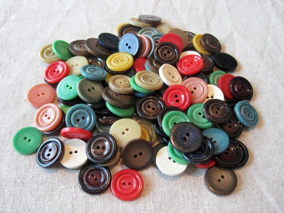 Vintage buttons lot of 120 buttons in mixed colors