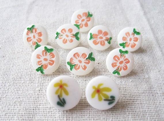 10 vintage flower motif shank buttons