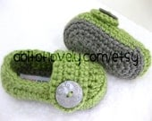 Baby Girl OR Boy Infant Shoes / Slippers / Booties - Grey & Green - YOUR choice size - (newborn - 12 months) - photo prop - crochet