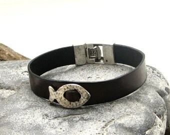 EXPRESS SHIPPING Women's leather bracelet Black leather bracelet with silver plated fish and clasp