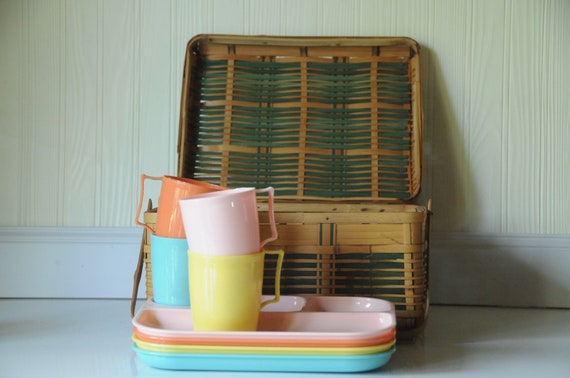 Vintage Picnic Basket Including Dishes Woven Bamboo Woven Rattan Picnic Basket