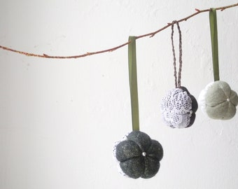 Rustic Home decoration Set of 3pcs Green White Brown ChristmasTree ornament Ready to ship