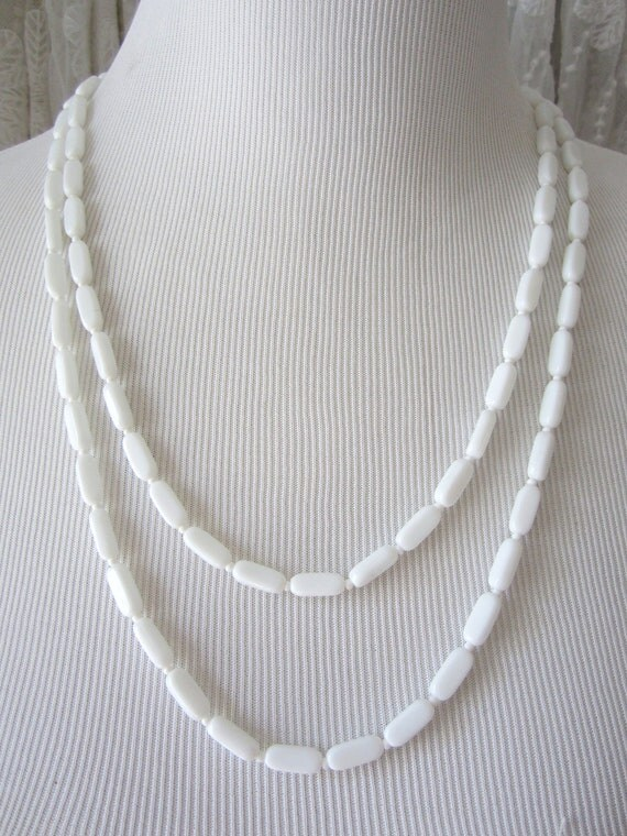 Milkglass vintage long necklace 60's jewelry