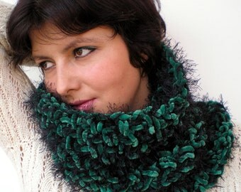 Magic Garden Cowl Super Soft Green Neckwarmer Crocheted Woman Fashion Cowl NEW