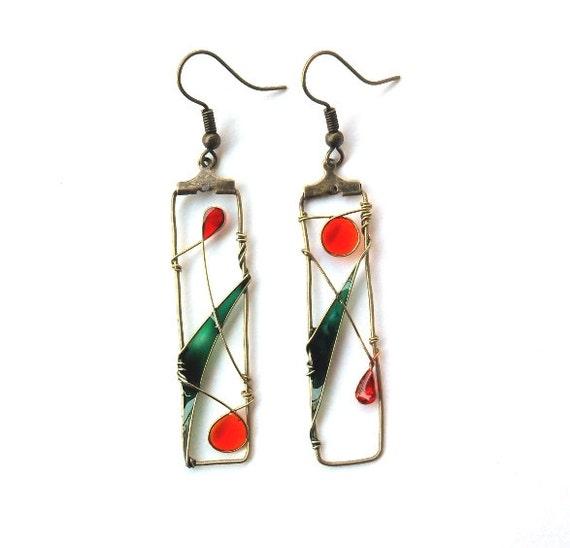ON SALE 40% Brass earrings, dangle earrings, wire wrapped earrings, green earrings, nature earrings,resin earrings teamt