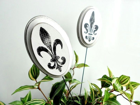 Plant stakes fleur de lis home decor and garden decoration for Fleur de lis home decorations