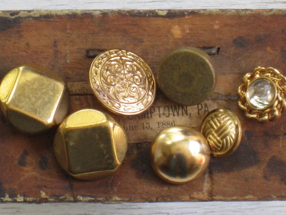Assortment of 7 Vintage Brass Tone Metal Buttons
