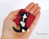 needle felted cat kitten - cute sleeping kitten - with pillow - custom felted cat - OOAK miniature -  Filzkatze