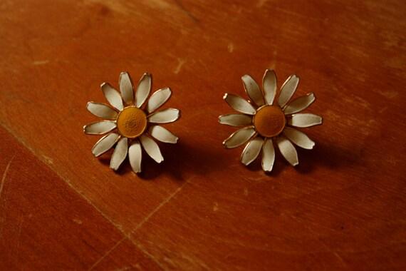 Vintage Flower Child Daisy Clip On Earrings