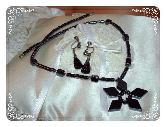 Hematite Snowflake Earrings & Necklace Set - Grey Beads   1186ag-012312000