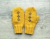 Mustard yellow studded mittens gloves