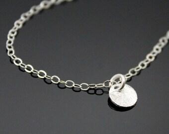 Tiny CIRCLE Necklace - Sterlig Silver, Tiny Dot Necklace, Silver Disc Necklace, Dainty Necklace, Moon Drop Necklace.