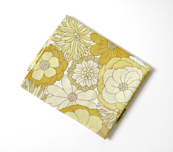 Retro 1970s Flower Power Pillow Case in Yellow