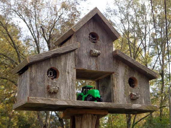 Rustic reclaimed cedar birdhouse barn for Easy birdhouse ideas