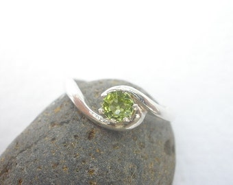 Natural Gemstone Faceted Peridot 4mm 925 Sterling Silver Ring