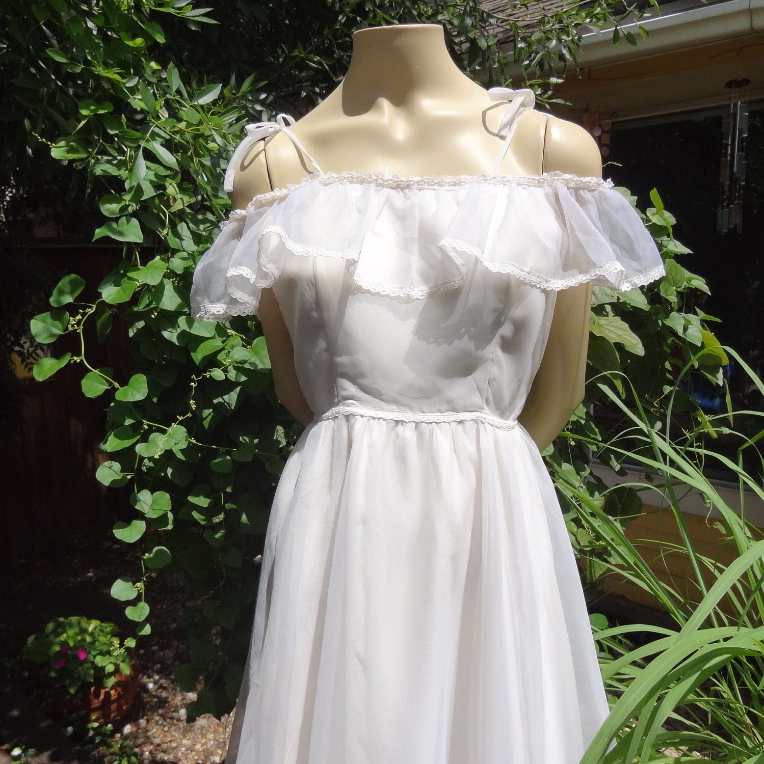 Vintage bohemian hippie wedding dress southern belle for Hippie vintage wedding dresses