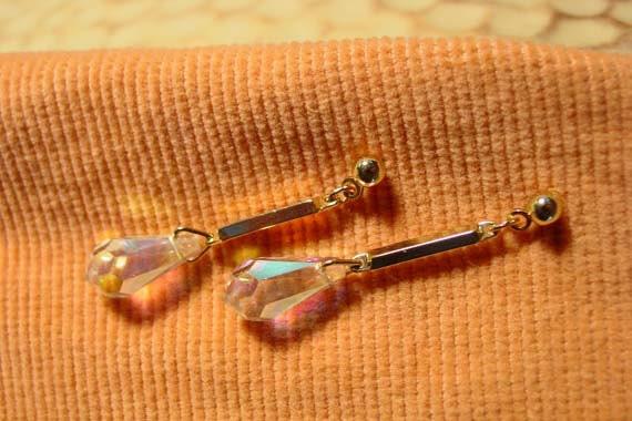 """SALE - Avon  """"Fiery irisee"""" gold tone pierced earrings 1986 vintage iridescent drop earrings"""