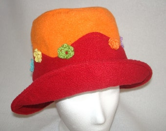 Hat for girls in red/orange with cute crochetflowers