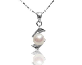 Modern chic pendant necklace using freshwater pearl, sterling silver.