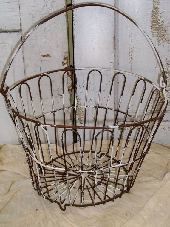 Rusty Old Antique Egg Basket Distressed Farmhouse Kitchen