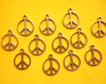12 Silverplated 17mm Peace Sign Charms