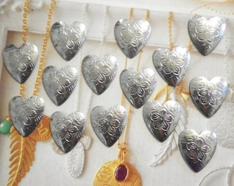 14 Steel Alloy 20mm Hearts with Flowers