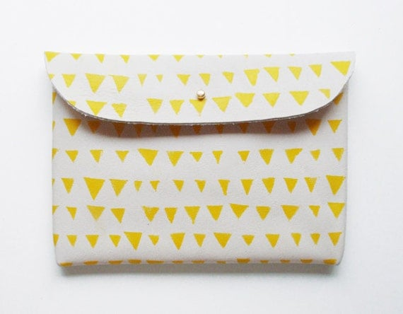 CLUTCH // ivory leather with yellow triangles