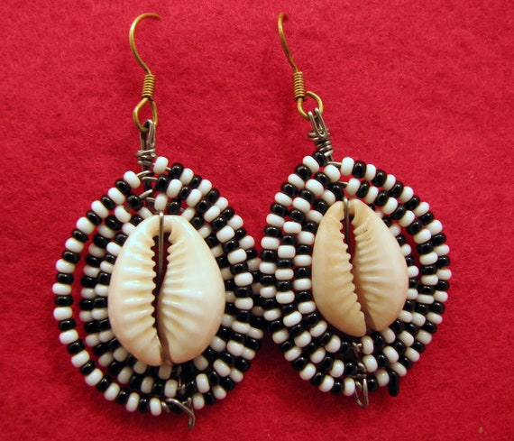 Maasai Market Africa Jewelry Masai Bead Black/White Bead Cowrie Shell Earrings